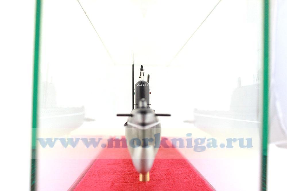 Модель атомной подводной лодки проекта 658 М