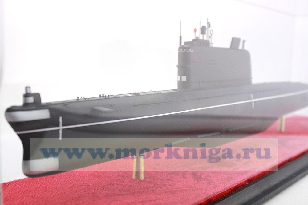 Модель дизель-электрической подводной лодки проекта 629 А