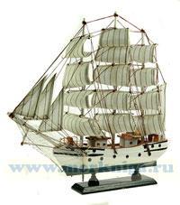 Модель корабля длиной 34 см