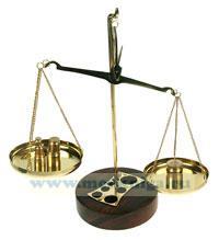 Сувенир: весы с разновесами