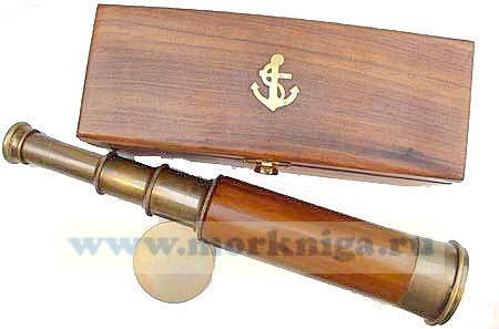 Подзорная труба в деревянном футляре