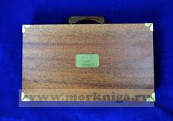 Штурманский набор в деревянном чемоданчике ( плоттер 2 шт, линейка параллельная, транспортир штурманский, транспортир чертежный, рейсшина, измеритель штурманский 2 шт., масштабная линейка, авторучка, карандаш)