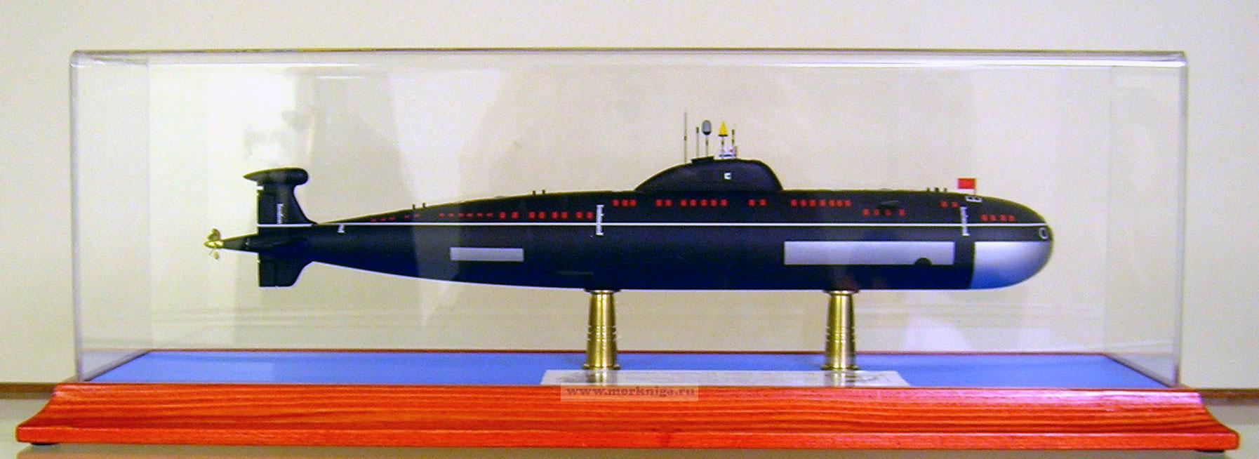 Макет атомной подводной лодки проекта 671 РТМ. Класс НАТО - ВИКТОР-III. (Масштаб 1:400)