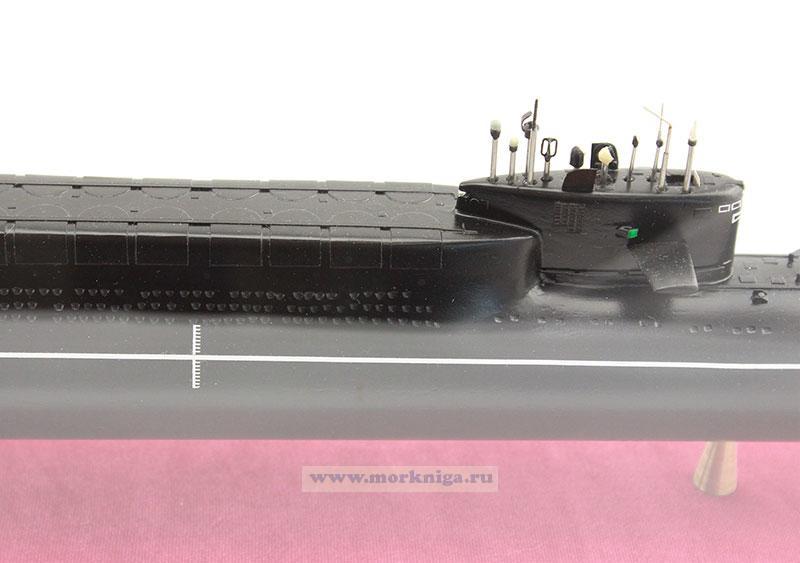 """Макет атомной подводной лодки проекта 667 БДР """"Кальмар"""". Класс НАТО - ДЕЛЬТА-3. (Масштаб 1:400)"""