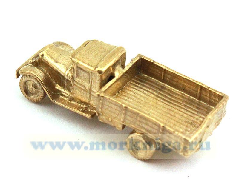 Модель грузовика из латуни
