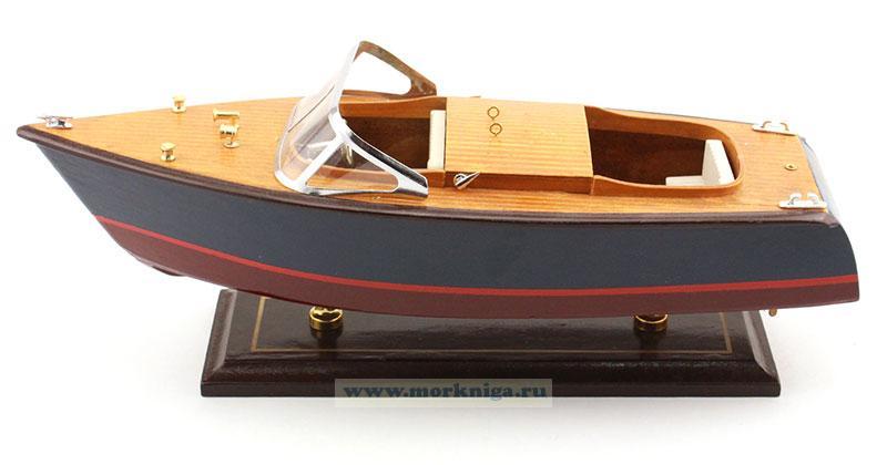 Макет моторного катера