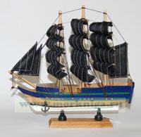 Модель пиратского корабля с черными парусами, L= 24 см