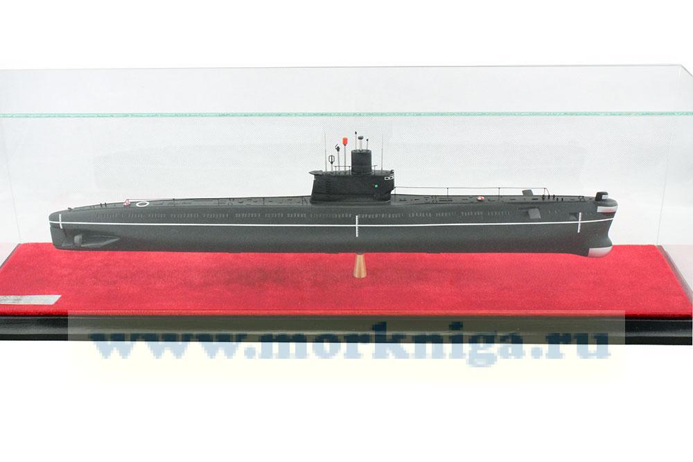 Модель дизель-электрической подводной лодки проекта 633