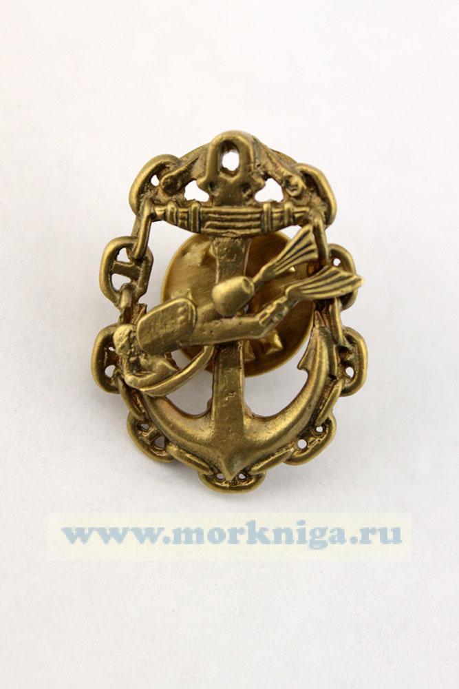 Знак боевой пловец на ПСД-буксировщике на якоре, в цепи (малый, на пимсе)