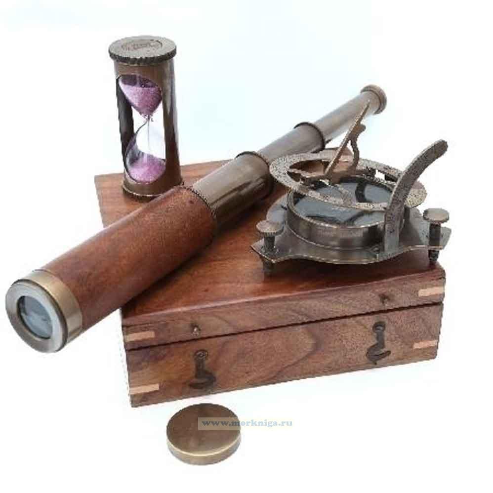 Морской набор в футляре из красного дерева: компас, подзорная труба, песочные часы